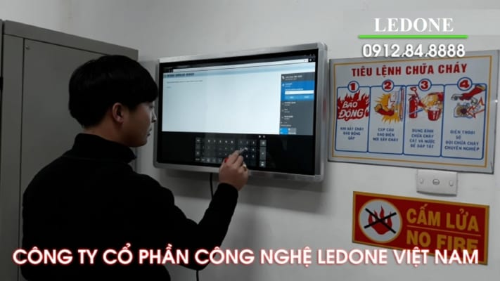 man-hinh-lcd-cam-ung-gia-re